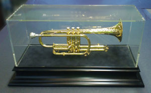 trumpet-with-black-base